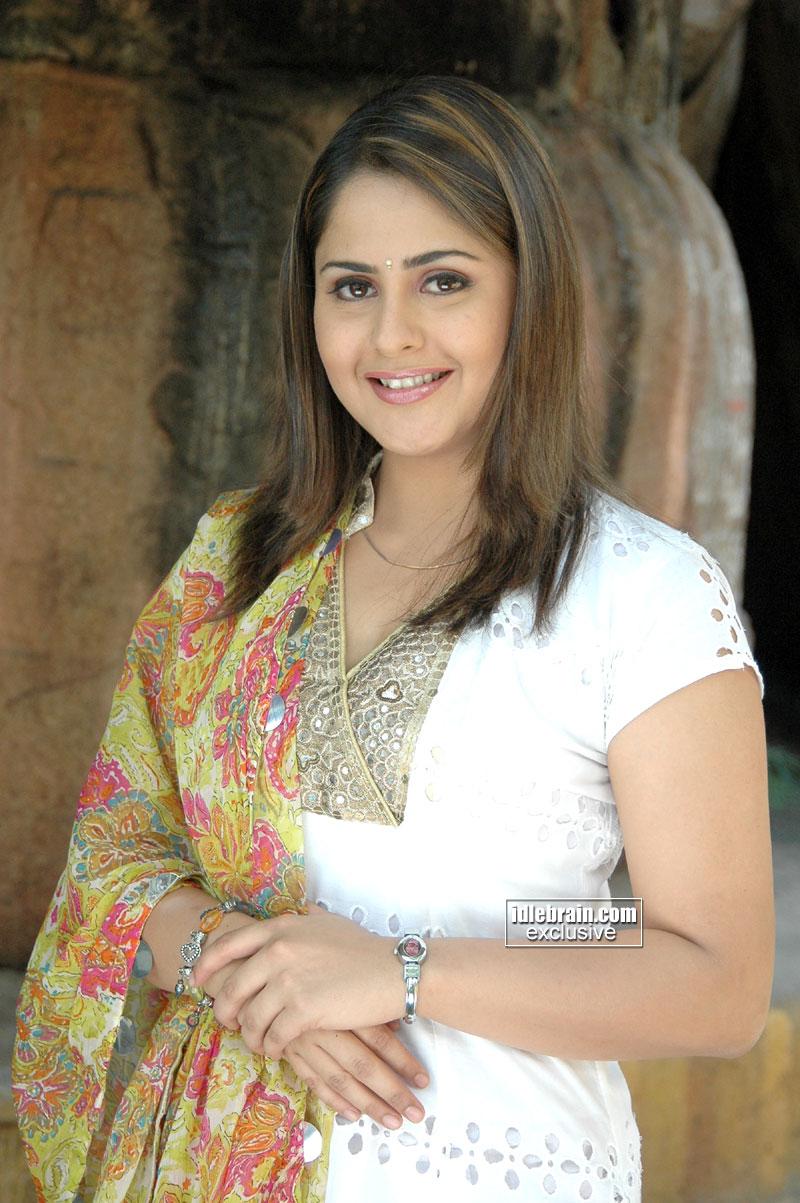 Slicypics Indian Actress Tamanna Bhatia Photos: HOT South Indian Actress FARZANA SPICY Pics