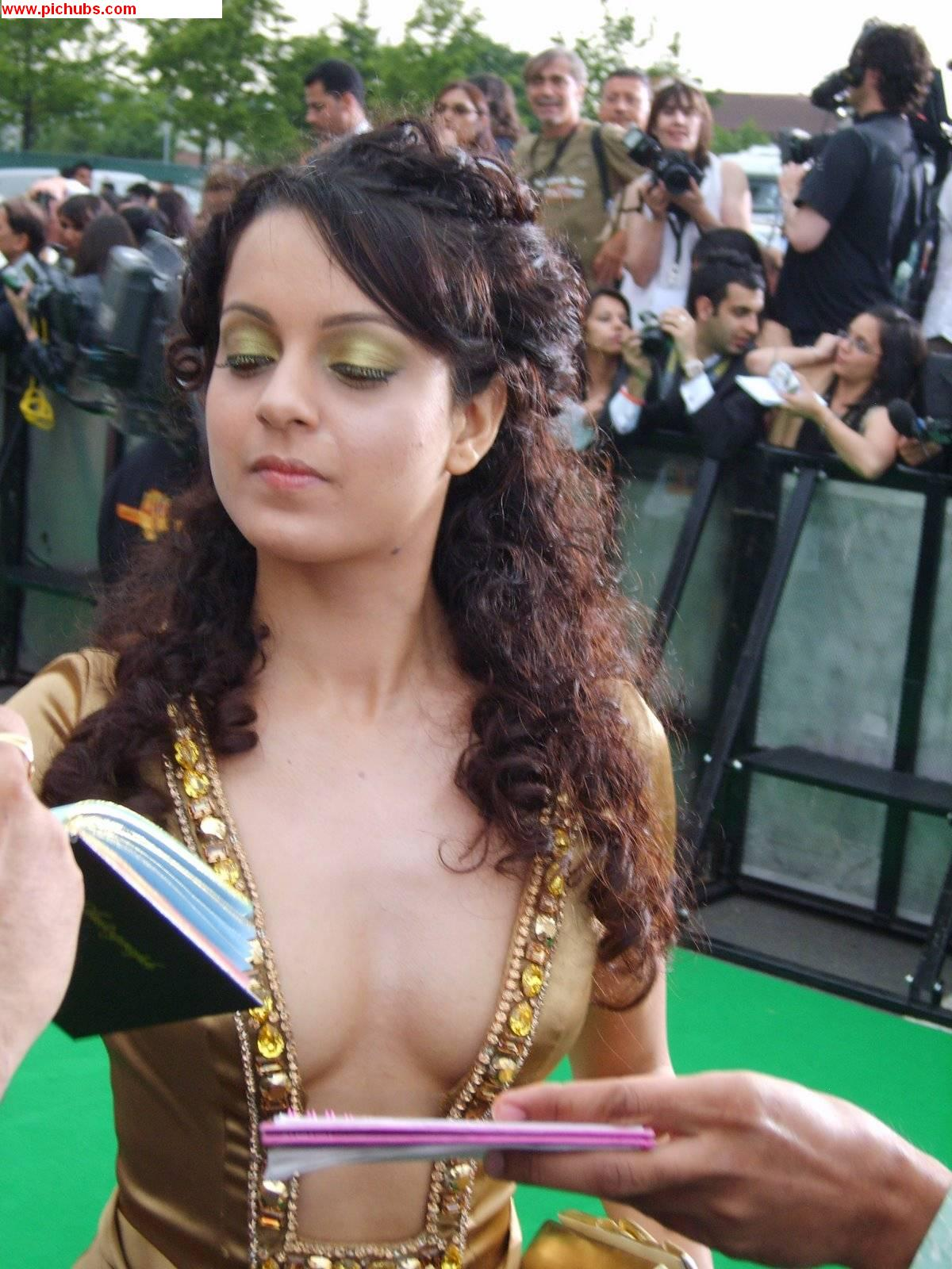 Kangana Ranaut Wearing No bra! Both Half Boobs & Nipple Visible
