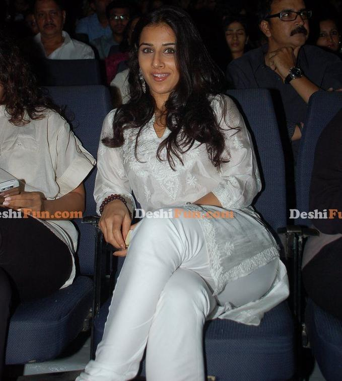 Busty Vidya Balan Show Her Sexy Hot Heavay Thigh & ASS