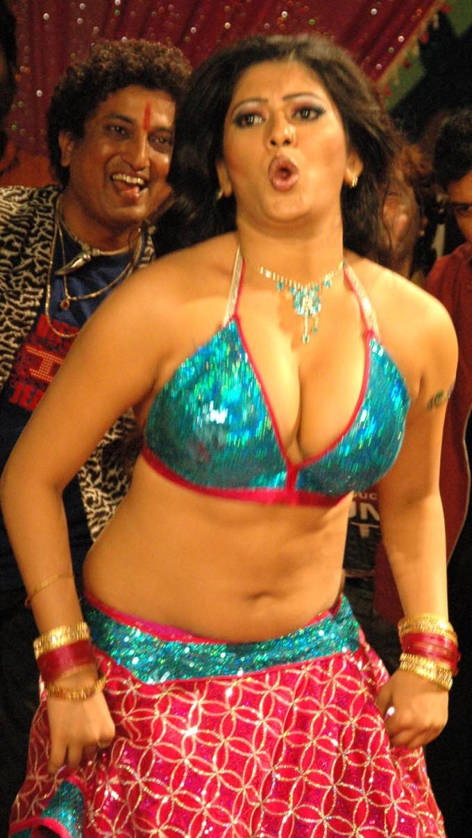 Maria ozawa kissing and stripping